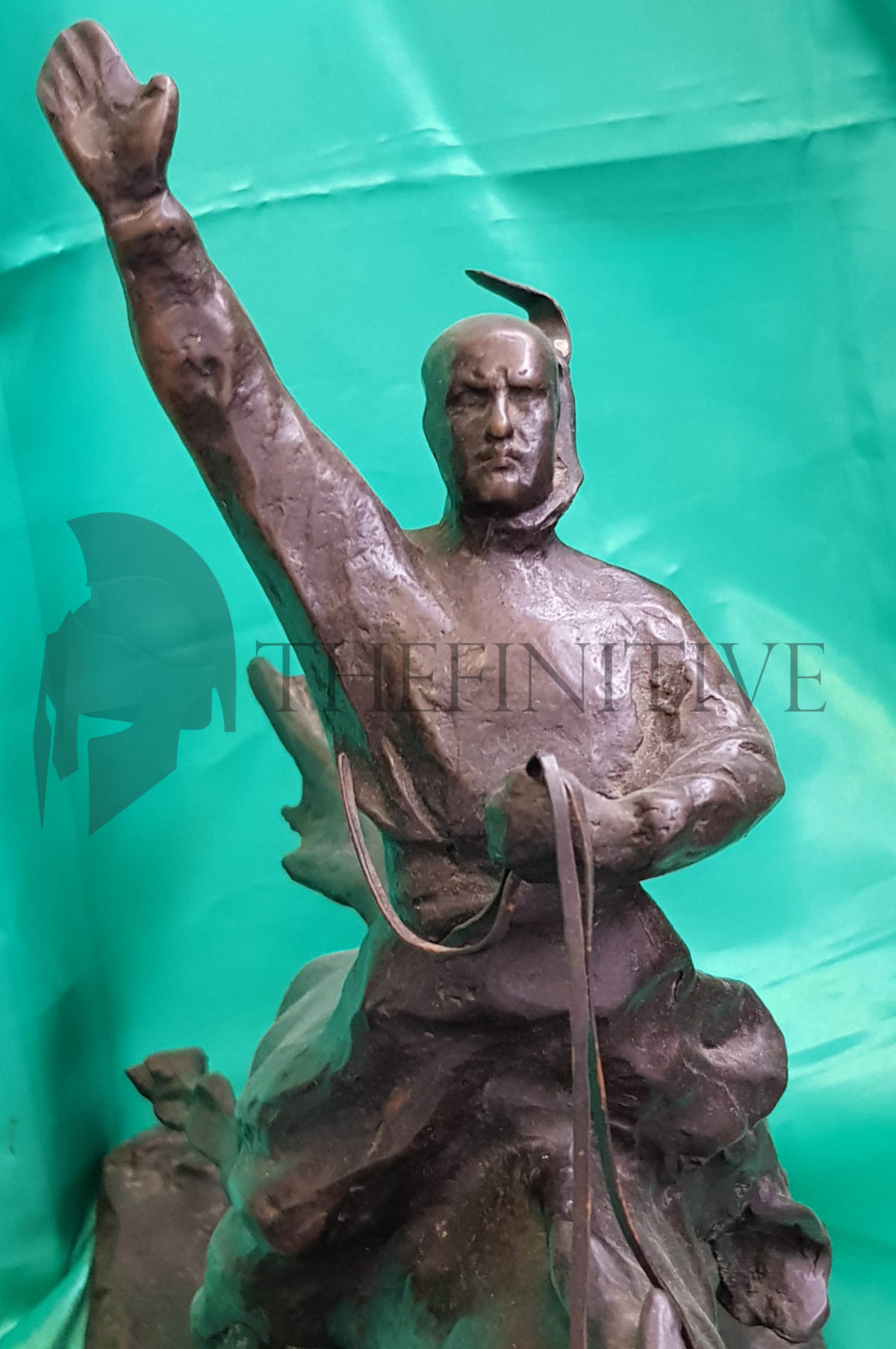 mussolini bronzo statua duce
